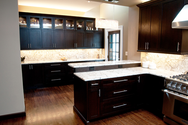 1/4 sawn oak cabinetry with full heigth granite backsplash